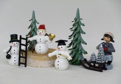 Weihnachtsbaum Verkäuferin mit Schlitten