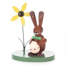 Hase mit Ei und Blume