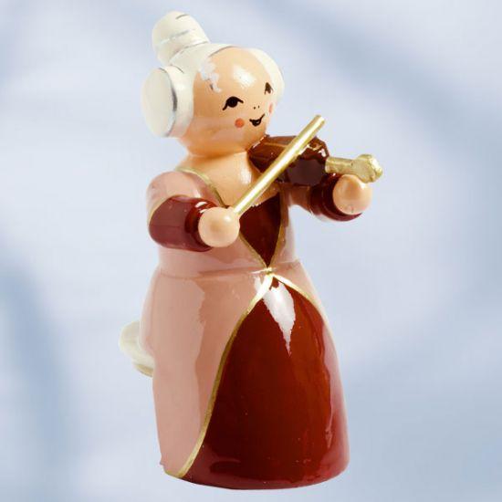 Musikerin mit Violine, sitzend
