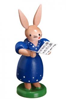 Hasenfrau mit Notenblatt