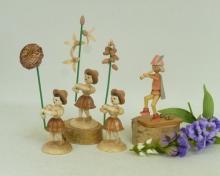 Flower girl with Traubenhyazinthe