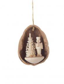 tree curtain nutcracker in walnut shell