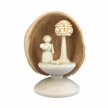 miniatur Flower Child in Walnut Shell, standing