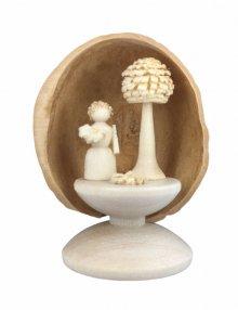 miniatur Flower Child in Walnut Shell, standing