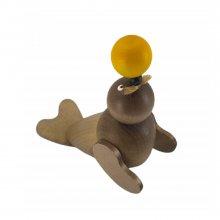 Seal Robbi with yellow ball