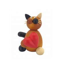Calico cat Lilli with a heart